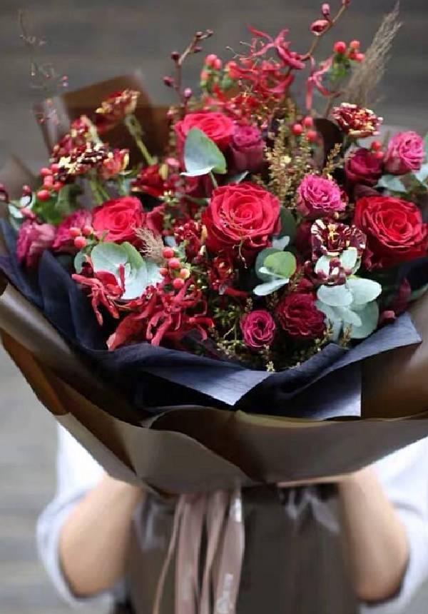 Winter Warming Deluxe Bouquet