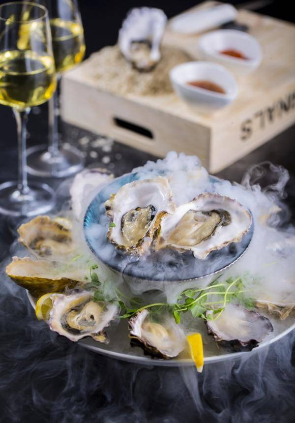 The Ritz Bar & Lounge Oyster & Drinks Package